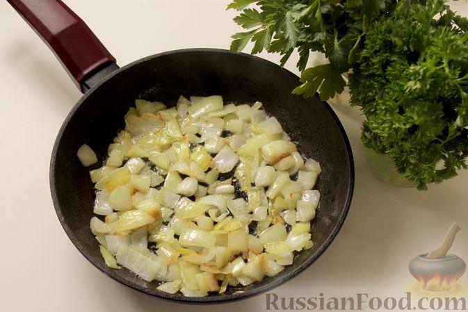 Фото приготовления рецепта: Мясные тефтели в томатно-грибном соусе - шаг №3