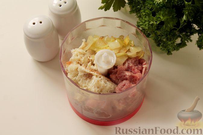 Фото приготовления рецепта: Мясные тефтели в томатно-грибном соусе - шаг №4