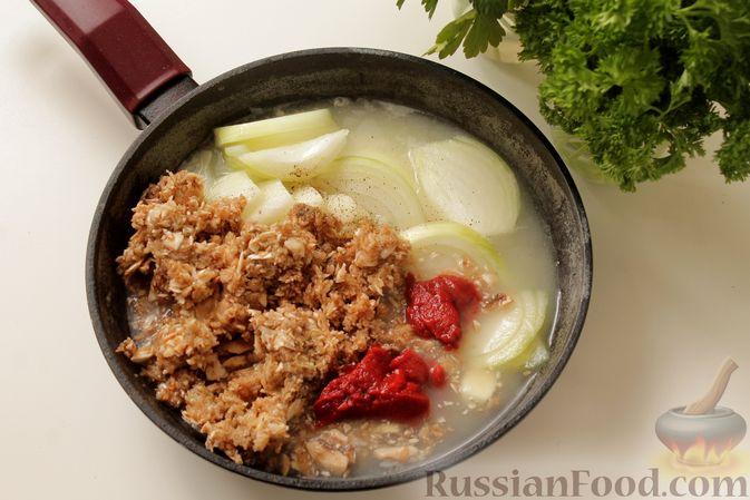 Фото приготовления рецепта: Мясные тефтели в томатно-грибном соусе - шаг №11