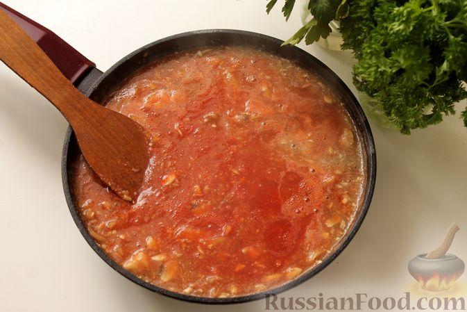 Фото приготовления рецепта: Мясные тефтели в томатно-грибном соусе - шаг №12