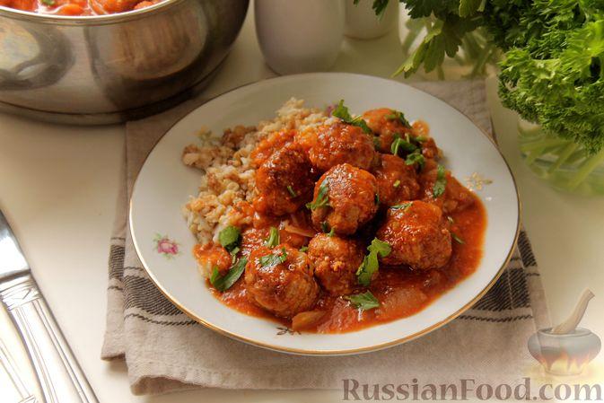 Фото приготовления рецепта: Мясные тефтели в томатно-грибном соусе - шаг №15