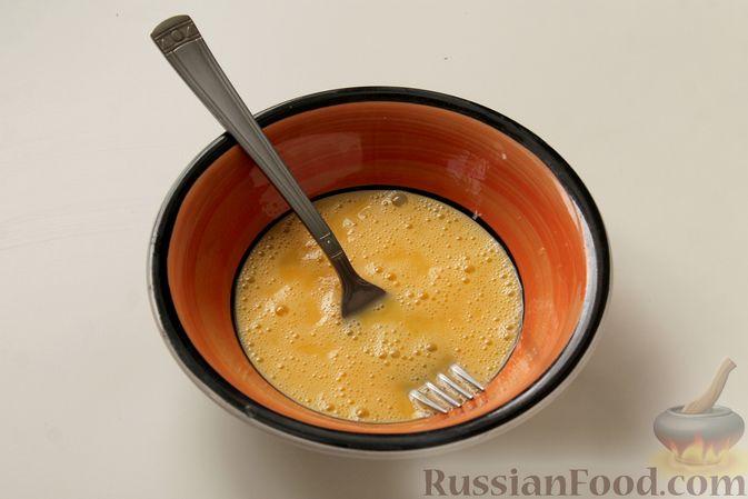 Фото приготовления рецепта: Каша из запечённой гречки с яйцом, на молоке - шаг №2