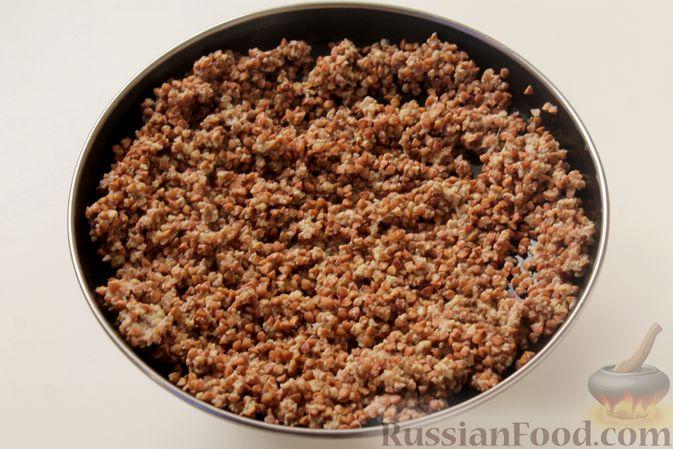 Фото приготовления рецепта: Каша из запечённой гречки с яйцом, на молоке - шаг №5