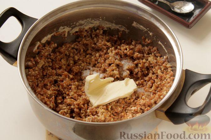 Фото приготовления рецепта: Каша из запечённой гречки с яйцом, на молоке - шаг №9