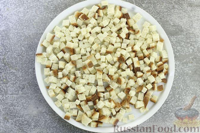 Фото приготовления рецепта: Салат с кукурузой, морковью и сухариками - шаг №2