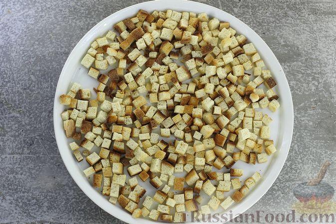 Фото приготовления рецепта: Салат с кукурузой, морковью и сухариками - шаг №3