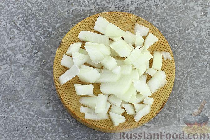 Фото приготовления рецепта: Салат с кукурузой, морковью и сухариками - шаг №4