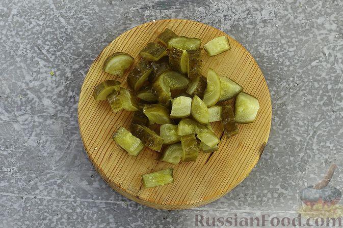 Фото приготовления рецепта: Салат с курицей, картофелем, пекинской капустой и солёными огурцами - шаг №15