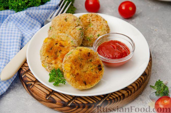 Фото к рецепту: Картофельные котлеты с консервированным тунцом, кукурузой и цедрой