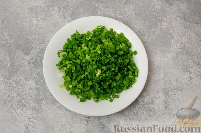 Фото приготовления рецепта: Картофельные котлеты с консервированным тунцом, кукурузой и цедрой - шаг №4