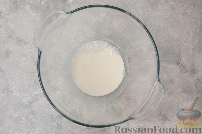 Фото приготовления рецепта: Сладкие хлебные палочки с орехами и корицей - шаг №2