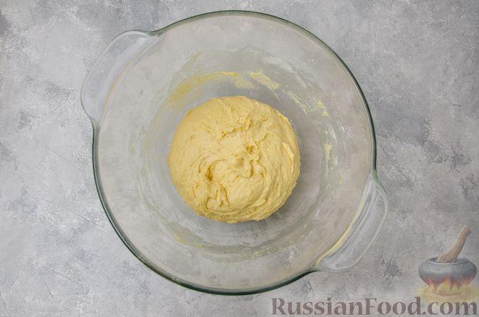 Фото приготовления рецепта: Сладкие хлебные палочки с орехами и корицей - шаг №5
