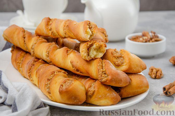 Фото приготовления рецепта: Сладкие хлебные палочки с орехами и корицей - шаг №20