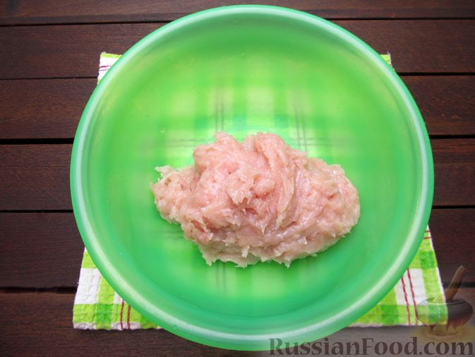 Фото приготовления рецепта: Куриные котлеты с морковью и сыром - шаг №4