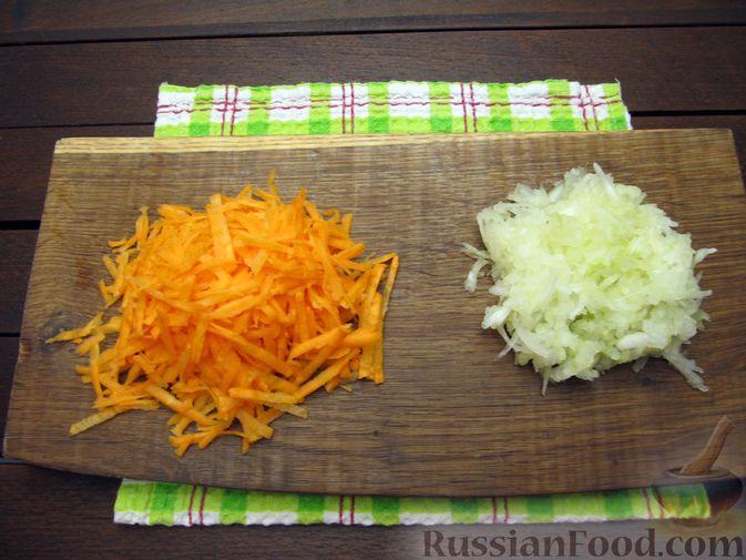 Фото приготовления рецепта: Куриные котлеты с морковью и сыром - шаг №5