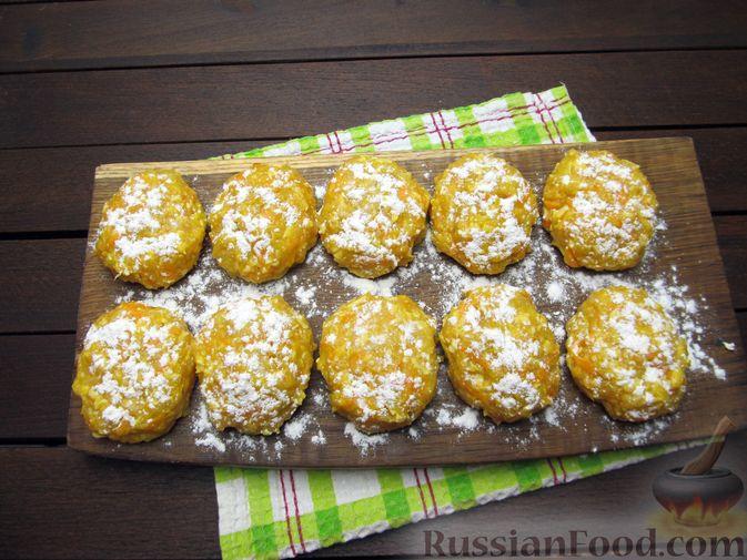 Фото приготовления рецепта: Куриные котлеты с морковью и сыром - шаг №10