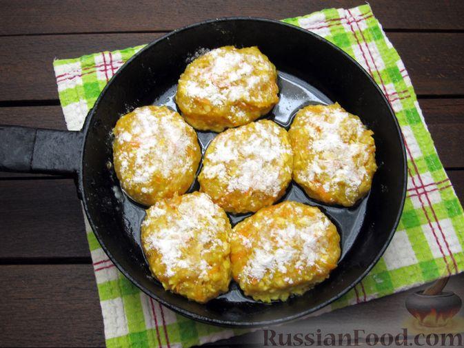 Фото приготовления рецепта: Куриные котлеты с морковью и сыром - шаг №11