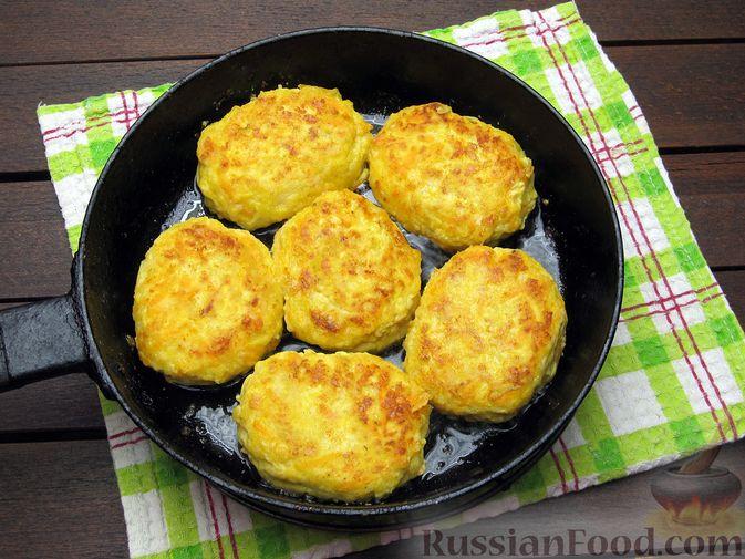 Фото приготовления рецепта: Куриные котлеты с морковью и сыром - шаг №12