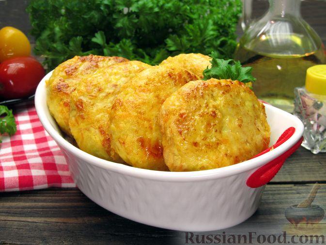 Фото к рецепту: Куриные котлеты с морковью и сыром