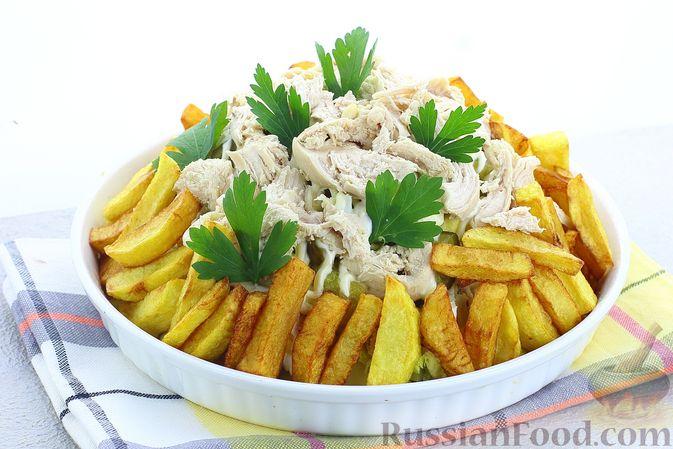 Фото к рецепту: Салат с курицей, картофелем, пекинской капустой и солёными огурцами