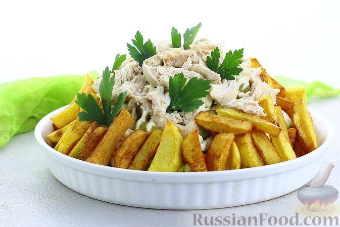 Фото приготовления рецепта: Салат с курицей, картофелем, пекинской капустой и солёными огурцами - шаг №19