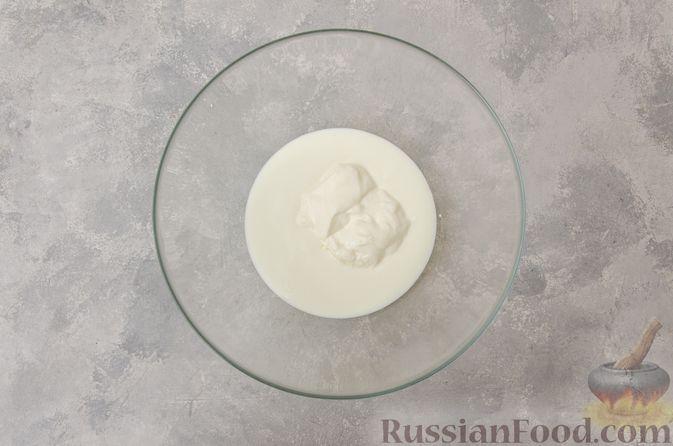 Фото приготовления рецепта: Сметанно-кефирное желе с шоколадом - шаг №3