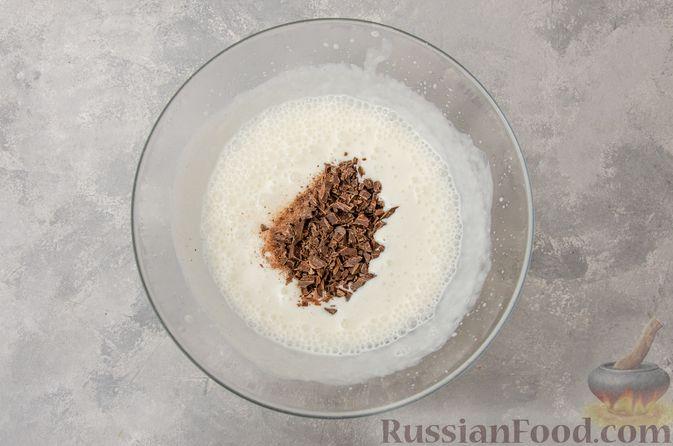 Фото приготовления рецепта: Сметанно-кефирное желе с шоколадом - шаг №10