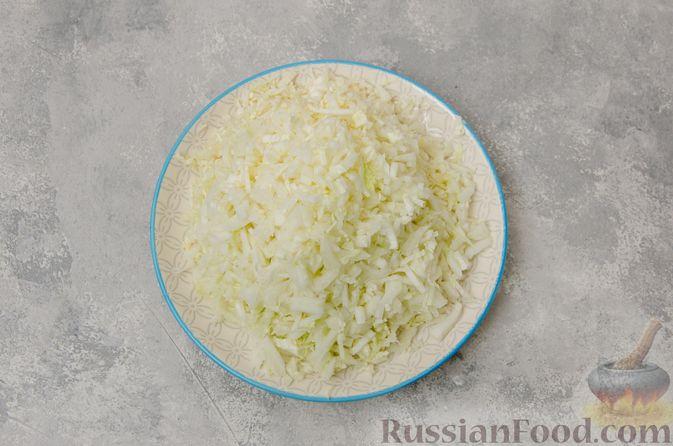 Фото приготовления рецепта: Постные вареники с пекинской капустой и морковью - шаг №3