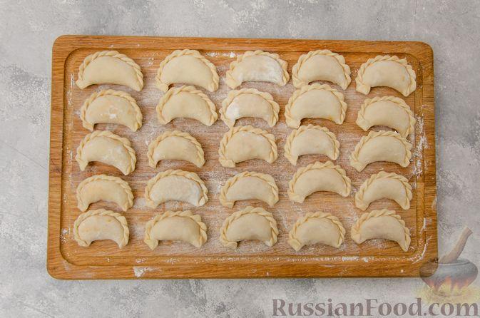 Фото приготовления рецепта: Постные вареники с пекинской капустой и морковью - шаг №15