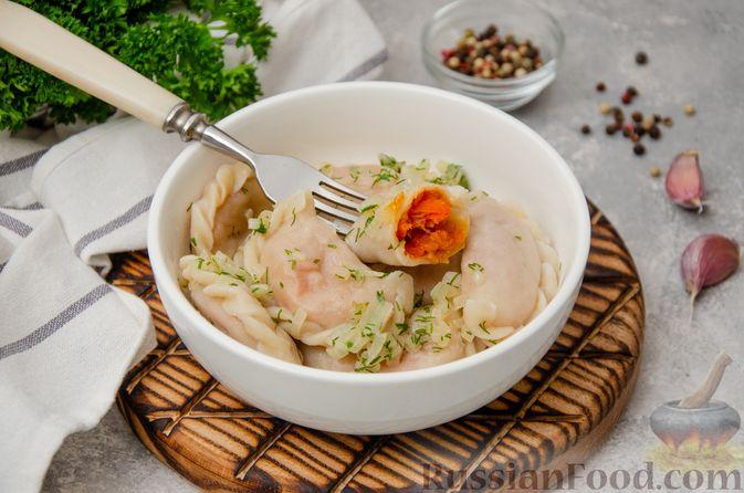 Фото приготовления рецепта: Постные вареники с пекинской капустой и морковью - шаг №24