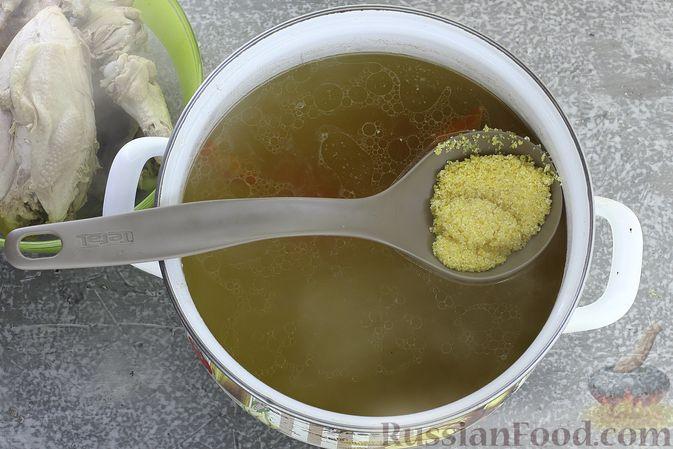 Фото приготовления рецепта: Куриный суп с кукурузной крупой и сливками - шаг №8