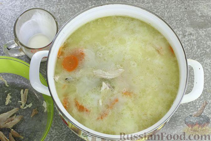 Фото приготовления рецепта: Куриный суп с кукурузной крупой и сливками - шаг №10