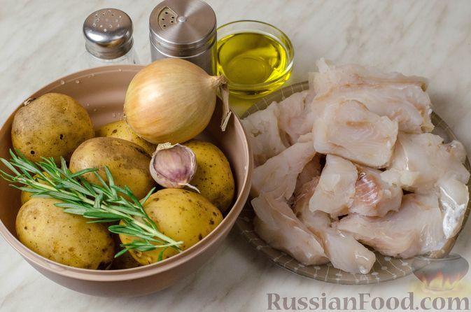 Фото приготовления рецепта: Треска, запечённая с картофелем и розмарином - шаг №1