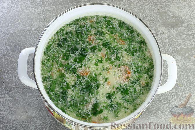 Фото приготовления рецепта: Куриный суп с кукурузной крупой и сливками - шаг №12