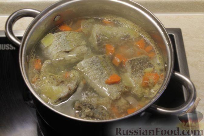 Фото приготовления рецепта: Рыбный суп с рисом - шаг №5
