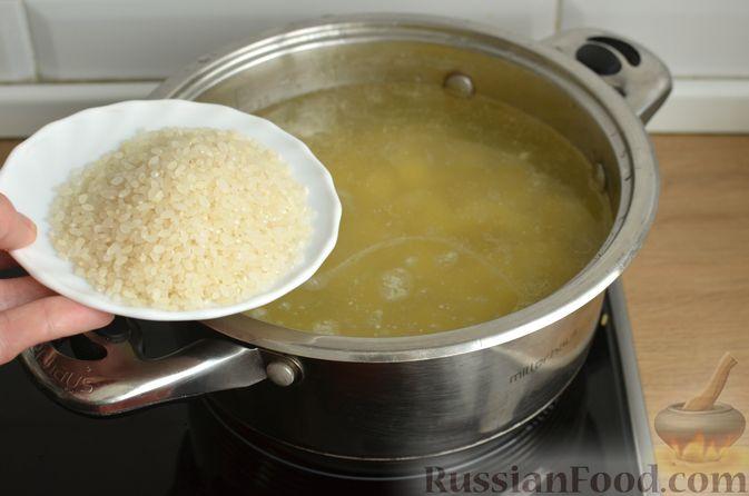 Фото приготовления рецепта: Томатный суп со свининой и рисом - шаг №6