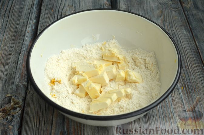 Фото приготовления рецепта: Песочный тарт со сливочно-лимонным муссом - шаг №3