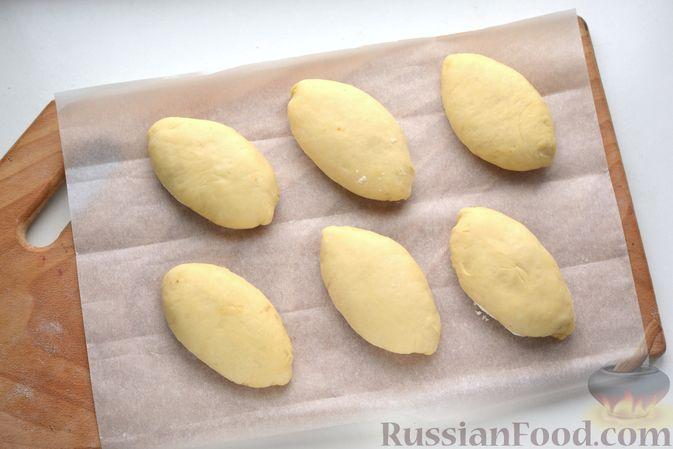 Фото приготовления рецепта: Дрожжевые пирожки с куриной печенью - шаг №26