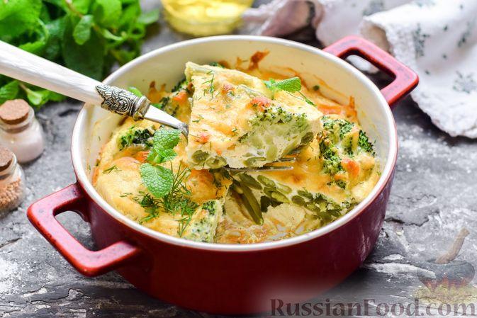 Фото к рецепту: Запеканка из брокколи, цветной капусты и стручковой фасоли, со сметаной и сыром