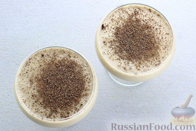 Фото приготовления рецепта: Сметанное желе со сгущенкой и бананом - шаг №10