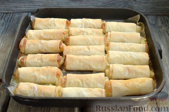 Фото приготовления рецепта: Рулетики из теста фило с фетой и беконом - шаг №9
