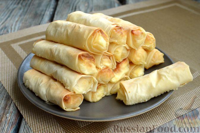 Фото приготовления рецепта: Рулетики из теста фило с фетой и беконом - шаг №10