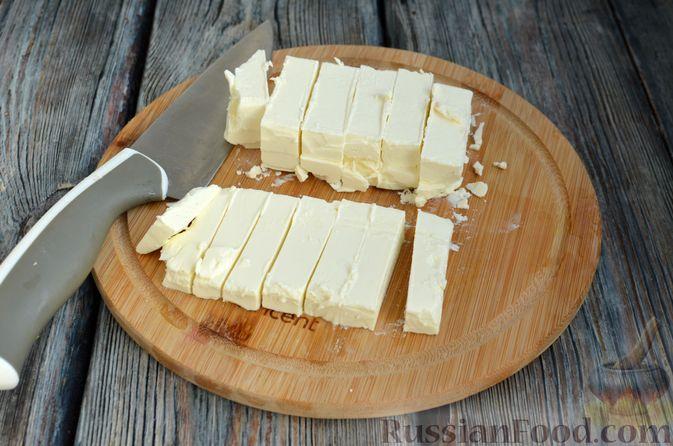 Фото приготовления рецепта: Рулетики из теста фило с фетой и беконом - шаг №3