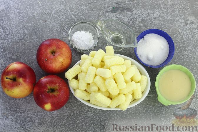 Фото приготовления рецепта: Яблоки с кукурузными палочками и карамелью из сгущенки - шаг №1