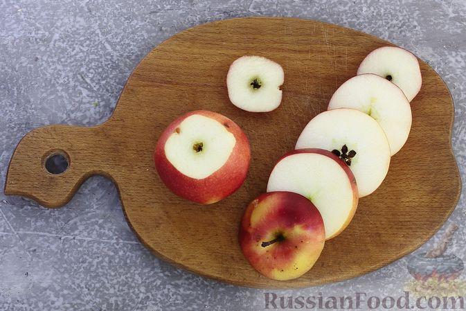 Фото приготовления рецепта: Яблоки с кукурузными палочками и карамелью из сгущенки - шаг №2