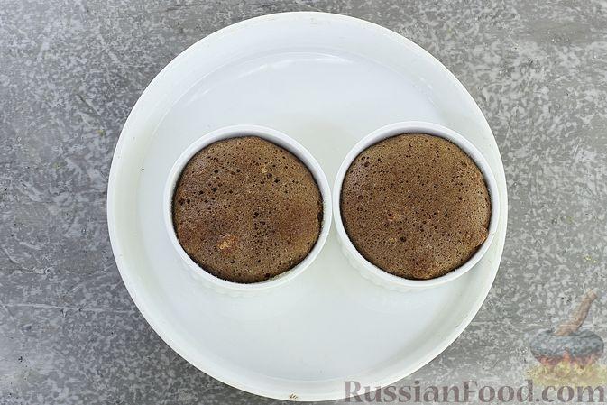 Фото приготовления рецепта: Шоколадное суфле - шаг №10