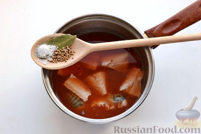 Фото приготовления рецепта: Томатный суп со скумбрией - шаг №7