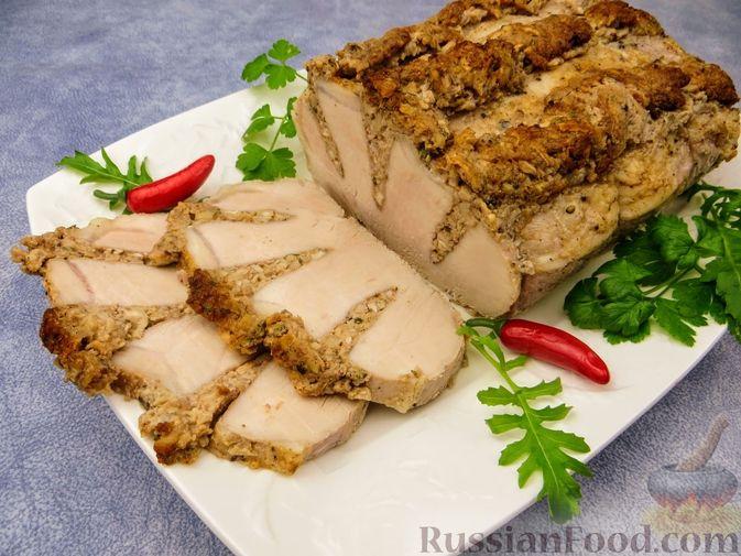 Фото к рецепту: Запечённое мясо с ореховой начинкой