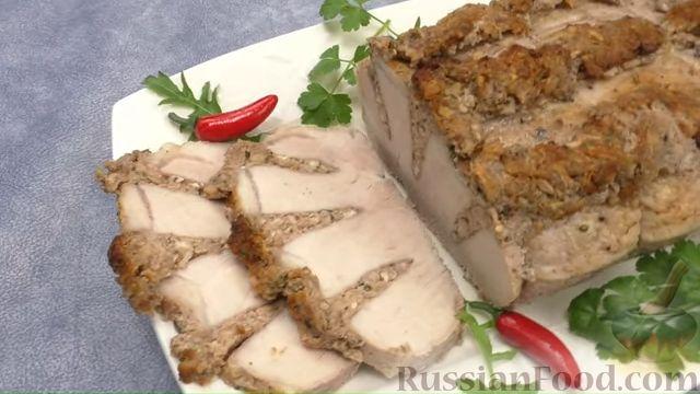 Фото приготовления рецепта: Запечённое мясо с ореховой начинкой - шаг №6