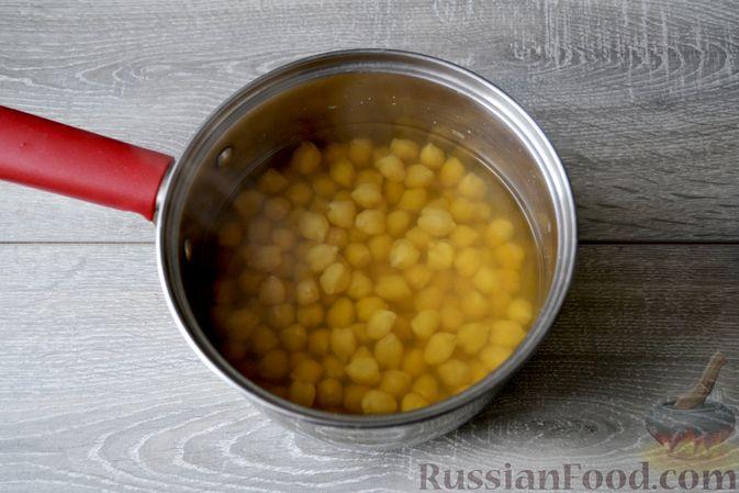 Фото приготовления рецепта: Суп с нутом, макаронами и помидорами - шаг №3